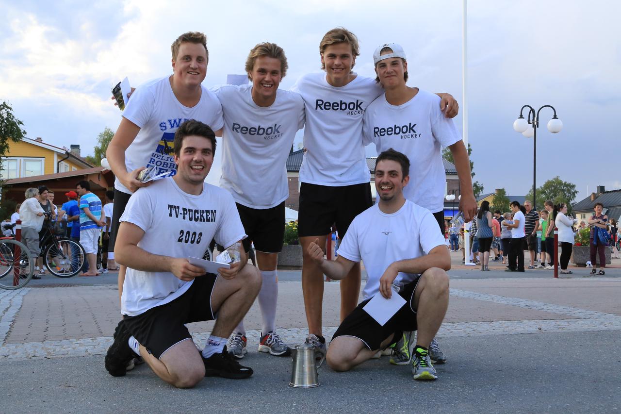 Övre raden f.v. Mattias Larsson, Niklas Nilsson, Ivar Arnesson och Oskar Olsson. Nedre raden f.v. Emil Olsson och Jonas Olsson. Foto: Morgan Grip