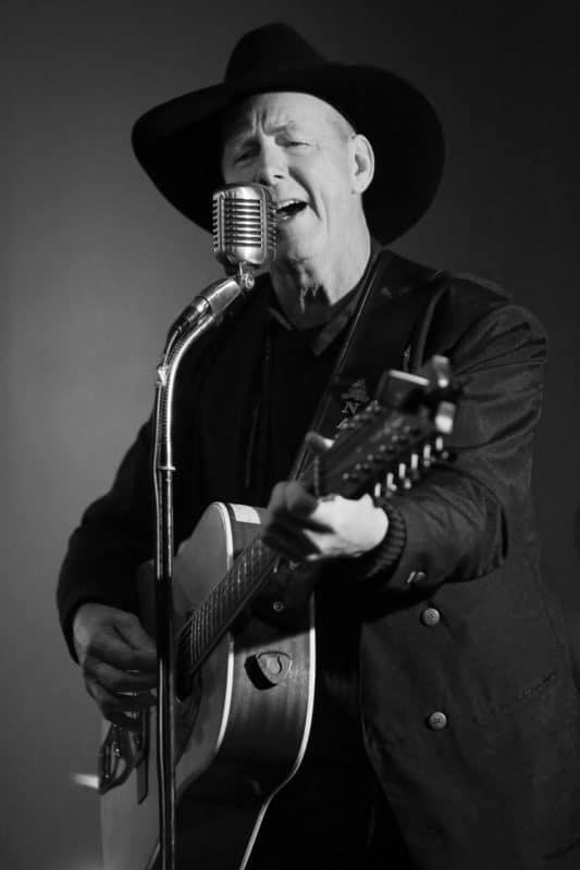 Countrysångaren Gunnar Bäcke fick en nytändning efter projektet När rocken kom till Sveg och snart släpper han nytt album, det tredje i ordningen. Foto: Morgan Grip