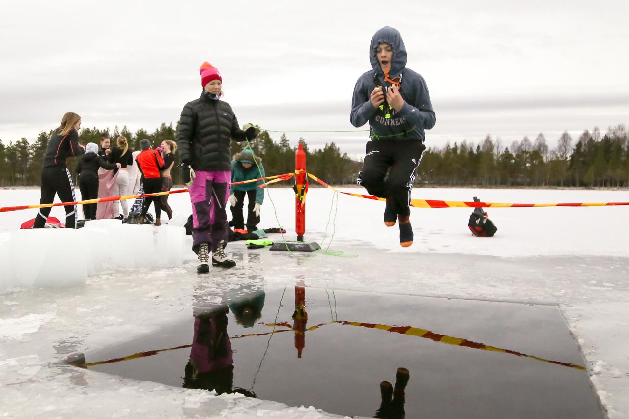 Bada isvak ett populärt inslag på schemat Sveg.se