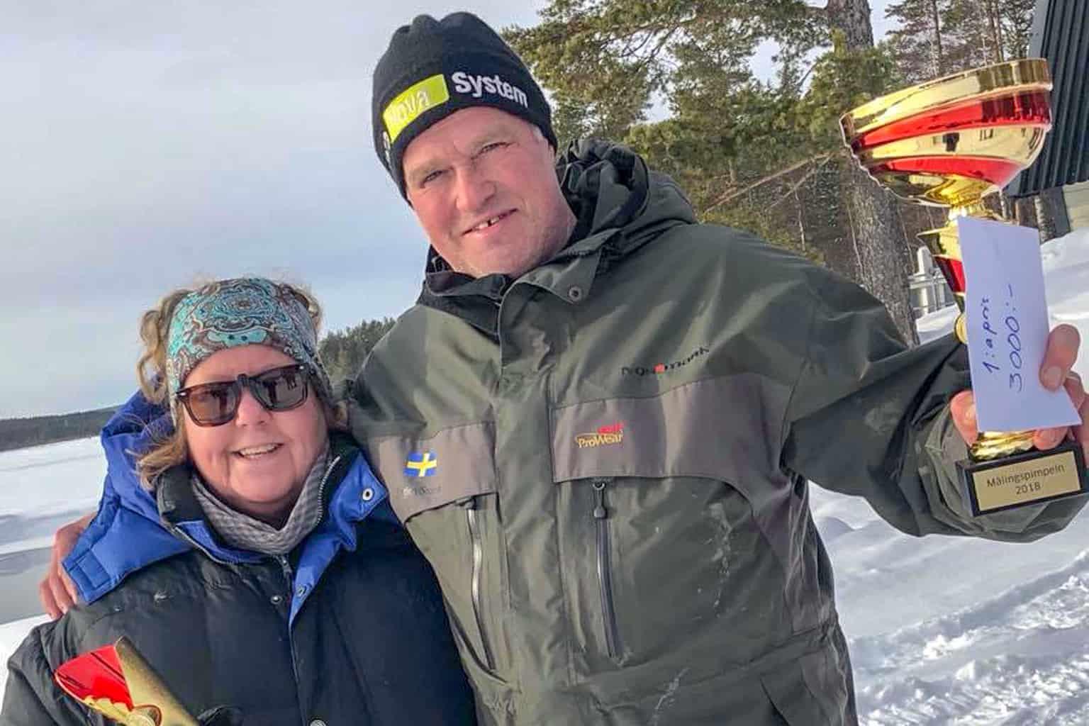 Lena Gustavsson och Jörgen Storm, glada vinnare i Målingspimpeln 2018. Foto: Thomas Sundemyr