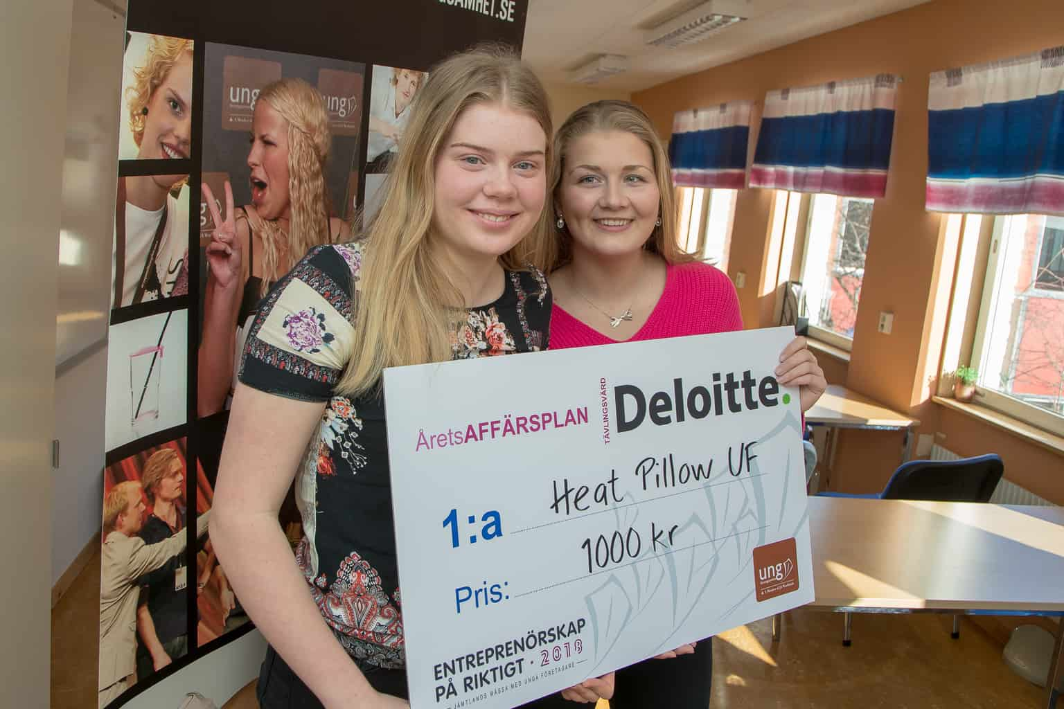 Lina Lagerberg och Nora Nordlund tog hem priset för bästa affärsplan, med sitt vetekuddsföretag Heat Pillow. Foto: Morgan Grip