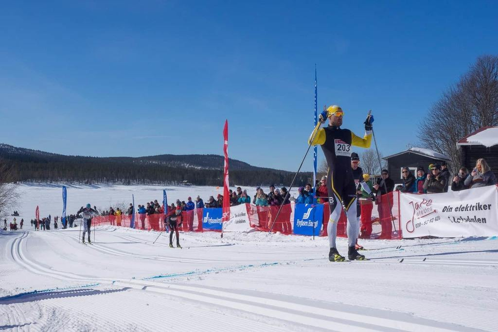Andreas Nygaard går i mål som segrare i Pilgrimsloppet 2018. Foto: Pilgrimsloppet/Mikael Ali Biemann