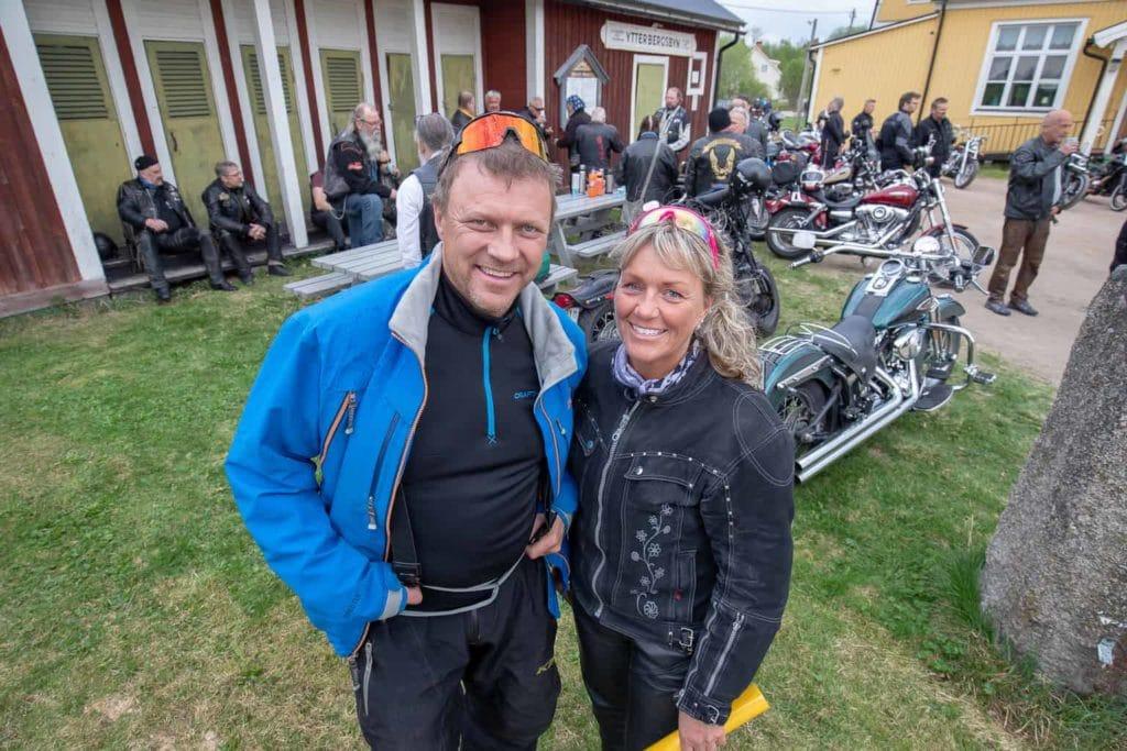 Ola Persson och Eva Göransson har startat upp träffar där man drar iväg till olika utflyktsmål tillsammans. Första turen gick till Ytterberg för ett reportage om evenemanget. Foto: Morgan Grip