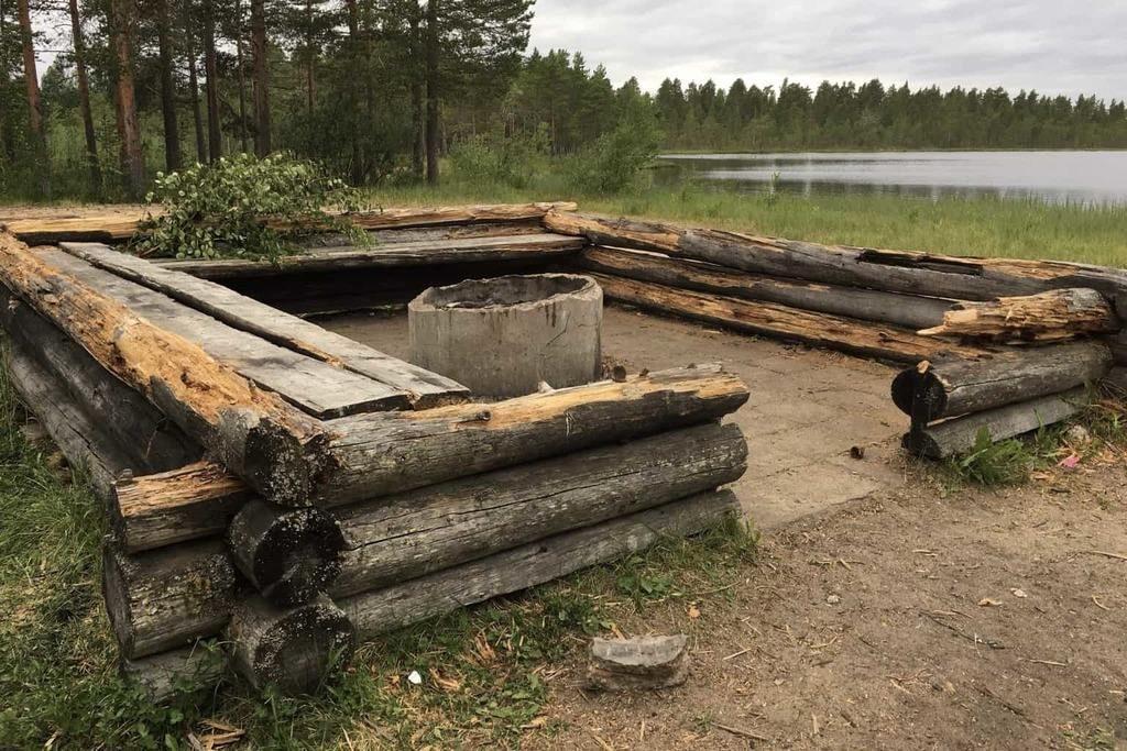 Vandalisering av badplatsen vid Sandtjärn – osäkert om grillplatsen byggs upp igen