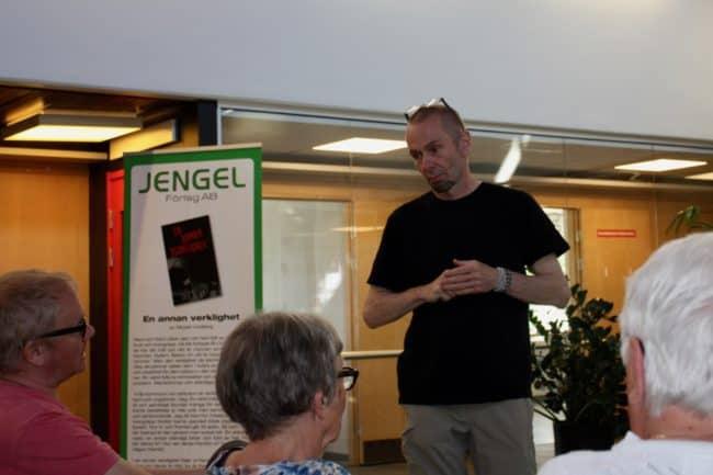 Micael Lindberg släppte sin tredje bok med boksläpp på hemmaplan