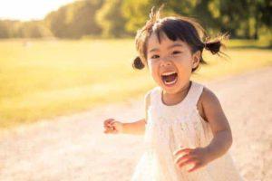 Lilla Malin Svensson från Lillhärdal är en världsvan liten tjej för sin ålder. Hon jobbar nämligen som fotomodell i både Sverige och Spanien. Foto: Magnus Dyrsten