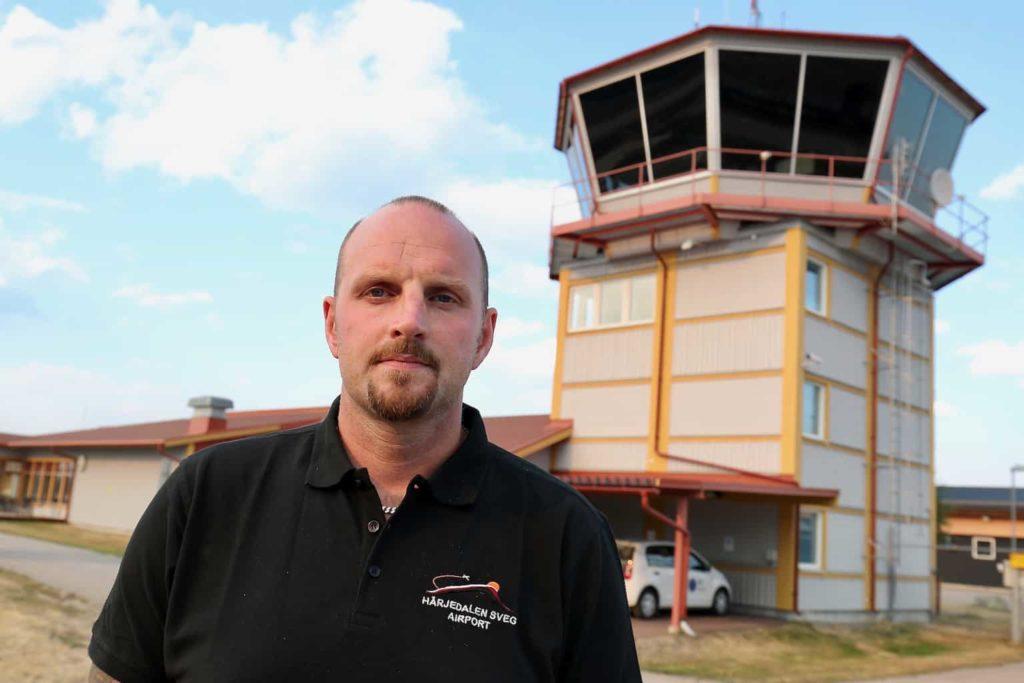 – Området med flygförbud är stort, det omfattar hela östra Härjedalen, säger flygplatschef Mathias Wiberg. Orsaken är att luftrummet behövs för de flyg som bekämpar de svåra skogsbränder som härjar inom området.