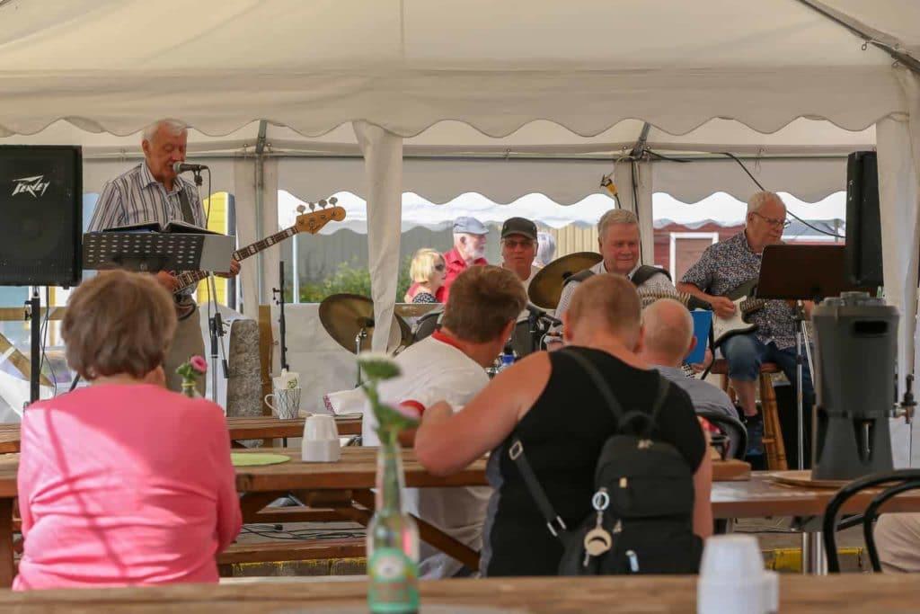 Rulltårtskalas, musikunderhållning och löpstafett – Handelns dag i Sveg. Foto: Morgan Grip