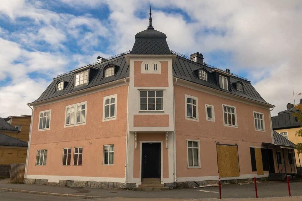 """Nu blir den sista affärslokalen i Rosa Huset lägenhet: """"det finns inte underlag för lokaler i Sveg längre"""". Foto: Morgan Grip"""