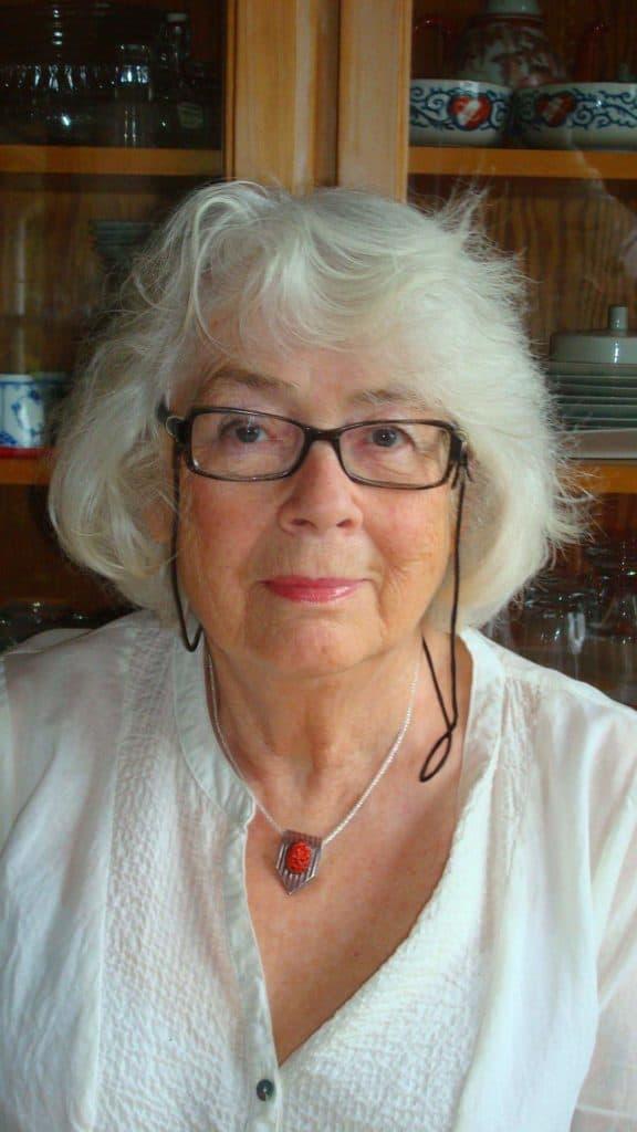 Krystyna Munthe, 82 år, bosatt sedan decennier på Dalarö visade tidigt under skolgången i Sveg vara en begåvning i måleri, teckning och historia. Utbildad vid Konstakademin i Warszawa 1957-1960 (oljemålningar och akvarell) där hennes mor Hanna var bosatt. Krystyna sedermera arbetsförmedlare och AMI-chef. Under tiden i Sveg hette hon Christina som senare ändrades till den polska varianten, Krystyna. Foto: privat
