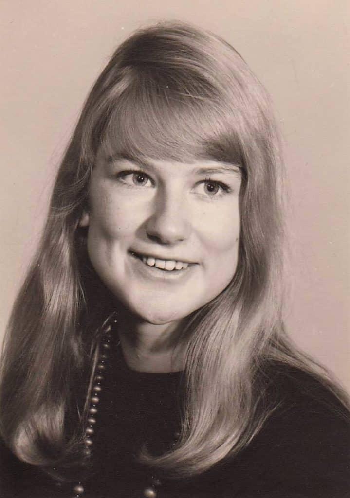 Agneta Eklund, här i unga år, gick tre år på Samrealskolan för att sedan fortsätta på fyraåriga latinlinjen vid Wargentinskolans gymnasium i Östersund, har många kära fina minnen av Sveg. Foto: privat