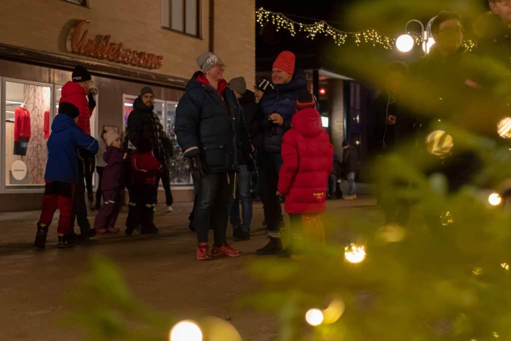 Första advent och julskyltning lockade som alltid en hel del folk. Foto: Morgan Grip