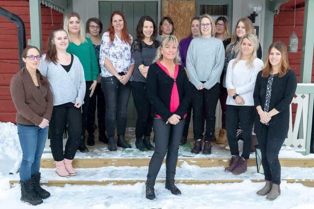 Under måndagen examinerades 13 nyutbildade undersköterskor vid en ceremoni på Gammelgården i Sveg.