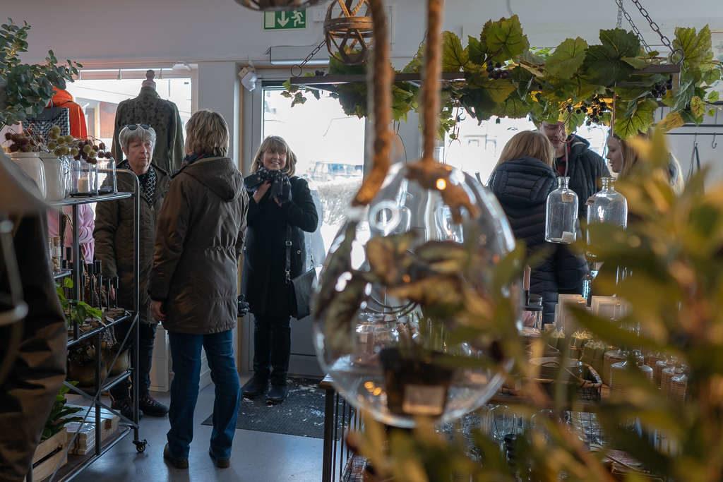 En strid ström av kunder besökte nyinvigningen under lördagen. Foto: Morgan Grip