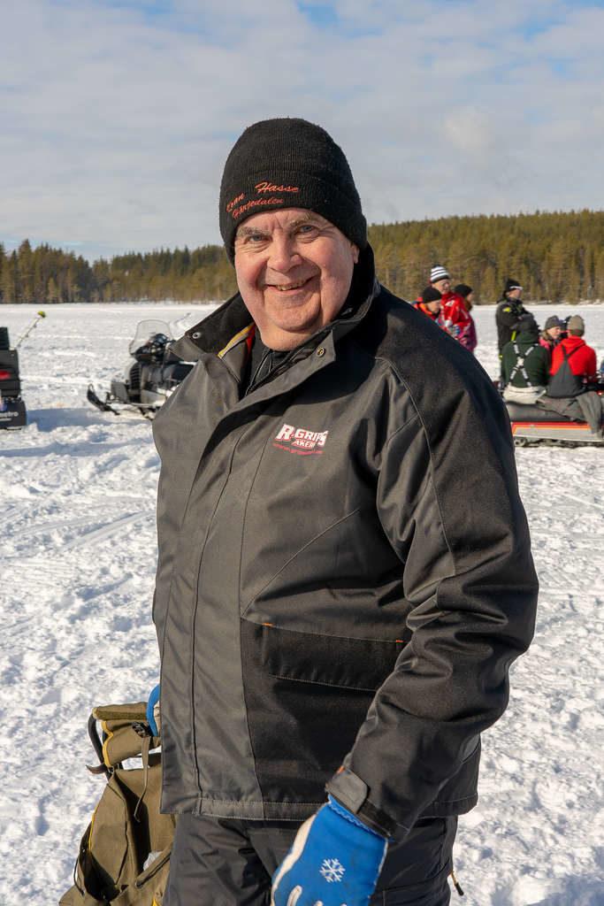 Göran Carlström från Sveg var en av drygt 200 fiskare i helgens Karl Hedin Pimpelcup i Ytterberg. Foto: Morgan Grip