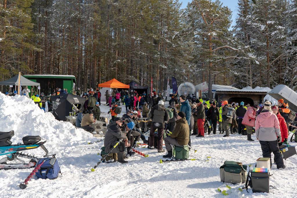I samband med deltävling två på Nordsjön på lördagseftermiddagen arrangerades också en ismässa, med en hel del utställare och besökare. Foto: Morgan Grip