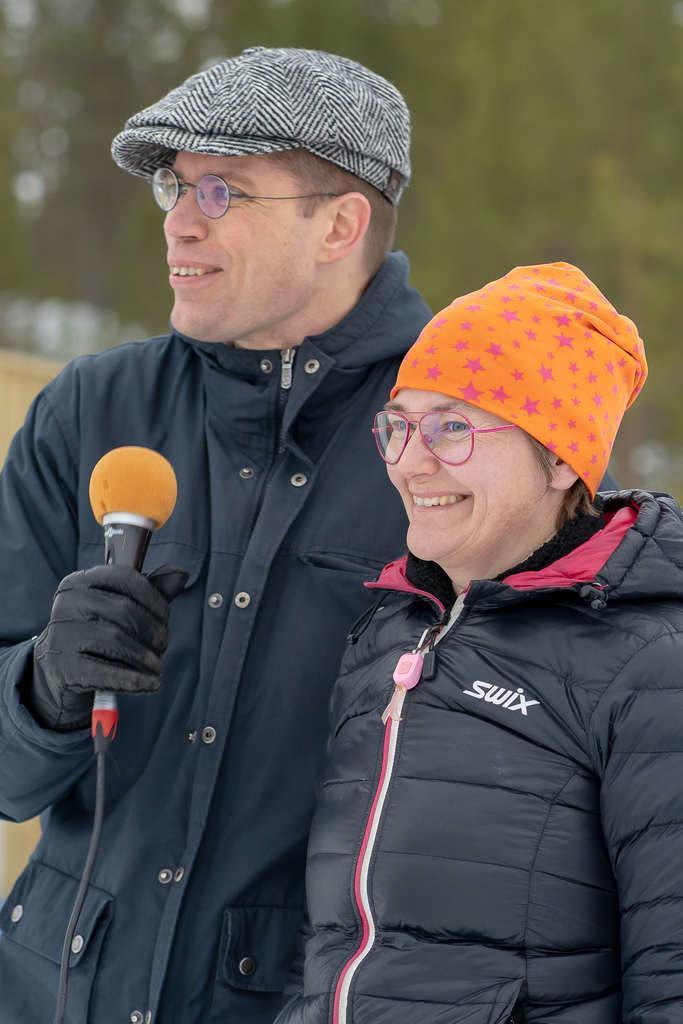 """Lars-Gunnar Nordlander och Anna Carin Zidek förklarade den nya skidskyttevallen invigd med orden: """"Vi förklarar nu Sveg Biathlon Arena och helgens tävlingar invigda"""". Foto: Morgan Grip"""