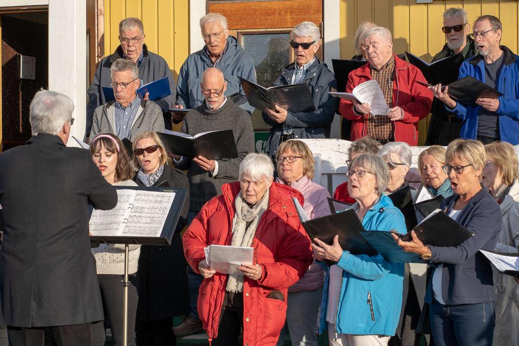 Svegs körsällskap sjunger in våren i Ytterberg. Foto: Morgan Grip