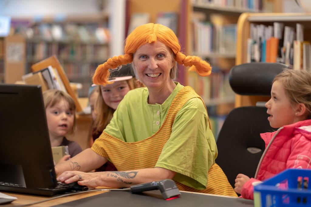 I biblioteket kunde man träffa Pippi Långstrump som högläste i biblioteket. Här fanns även en pirat på skattjakt. Foto: Morgan Grip