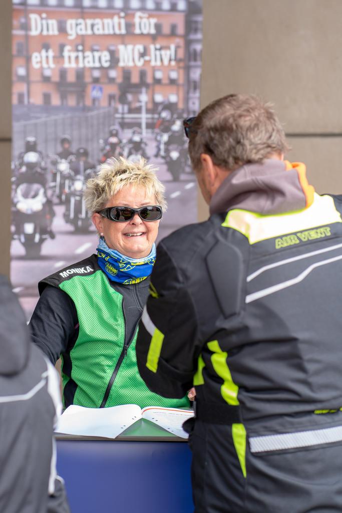 """Under söndagen fick motorcyklister i Sveg chansen att delta i Sveriges Motorcyklisters utbildning """"avrostning"""". Foto: Morgan Grip"""