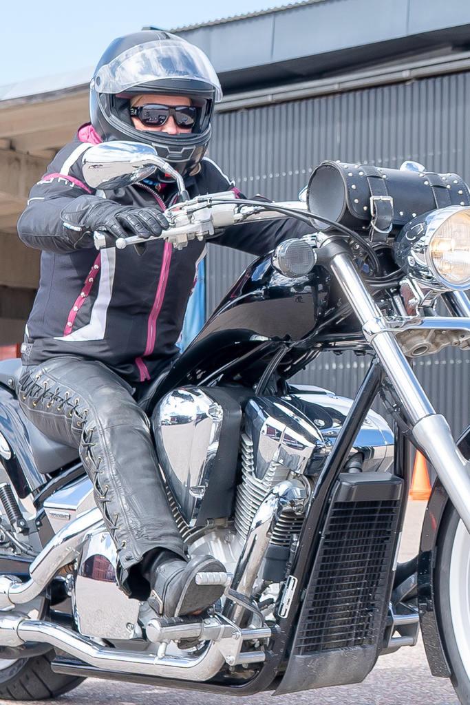 Eva Göransson, initiativtagare till gruppen Skoj på hoj i Sveg, gasar vidare mot fler aktiviteter för motorcykelåkare. Foto: Morgan Grip