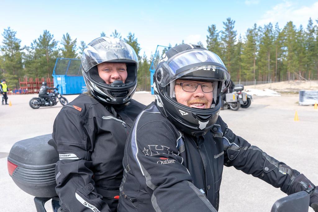 Monica Sundqvist och Åke Henriksson passade på att friska upp kunskaperna på SMC:s avrostning i Sveg. Foto: Morgan Grip