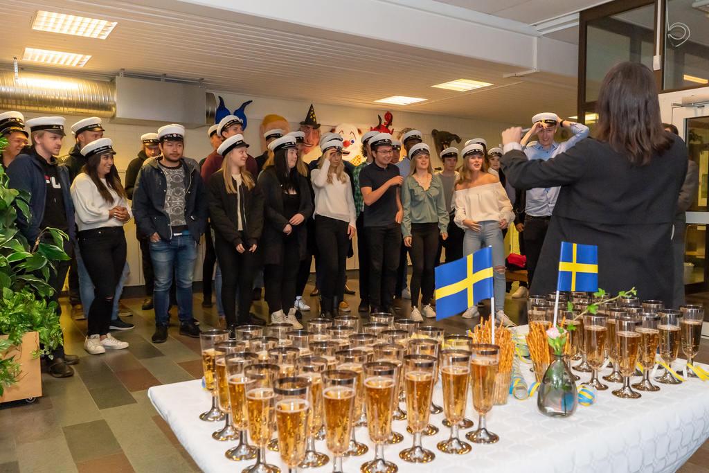 På onsdagsmorgonen hölls traditionell mösspåtagning för årets studenter vid Härjedalens gymnasium i Sveg. Foto: Morgan Grip