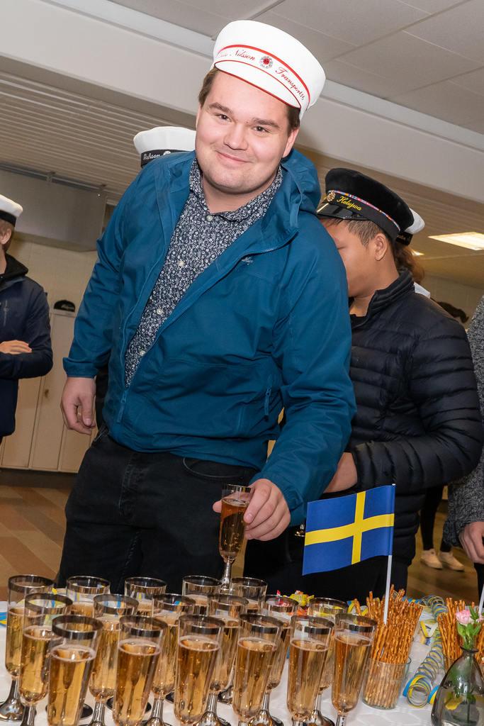 – Det känns underbart, säger Tobias Nilsson, som efter tre år på fordons- och transportprogrammet nu tar studenten. Foto: Morgan Grip