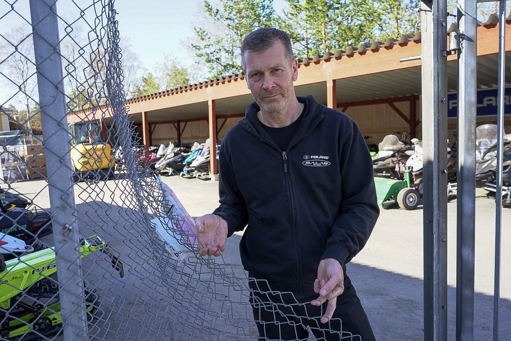 Motorfordon för hundratusentals kronor stals vid inbrott hos Salab i natt