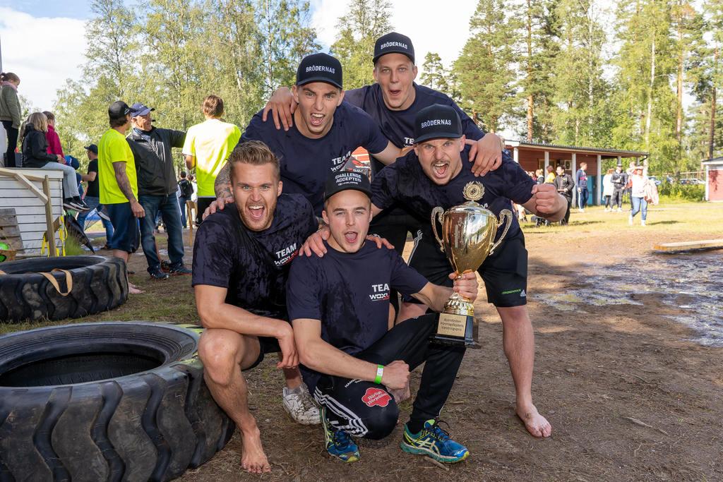 I företagsfejden ställde sex lag upp i år, och de som fick lyfta segerpokalen var Woxlins Design bestående av Niklas Nilsson, Anders Wiklund, Simon Boqvist, Daniel Wiklund och Alex Woxlin.