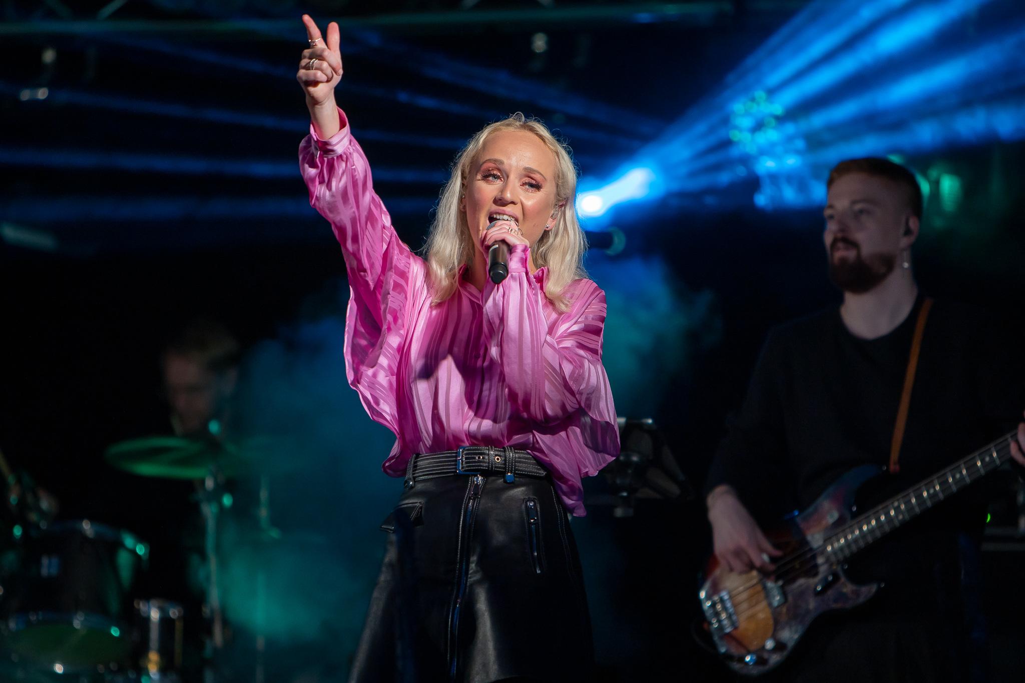 Anna Bergendahl på Härdalsyrans scen 2019. Foto: Morgan Grip