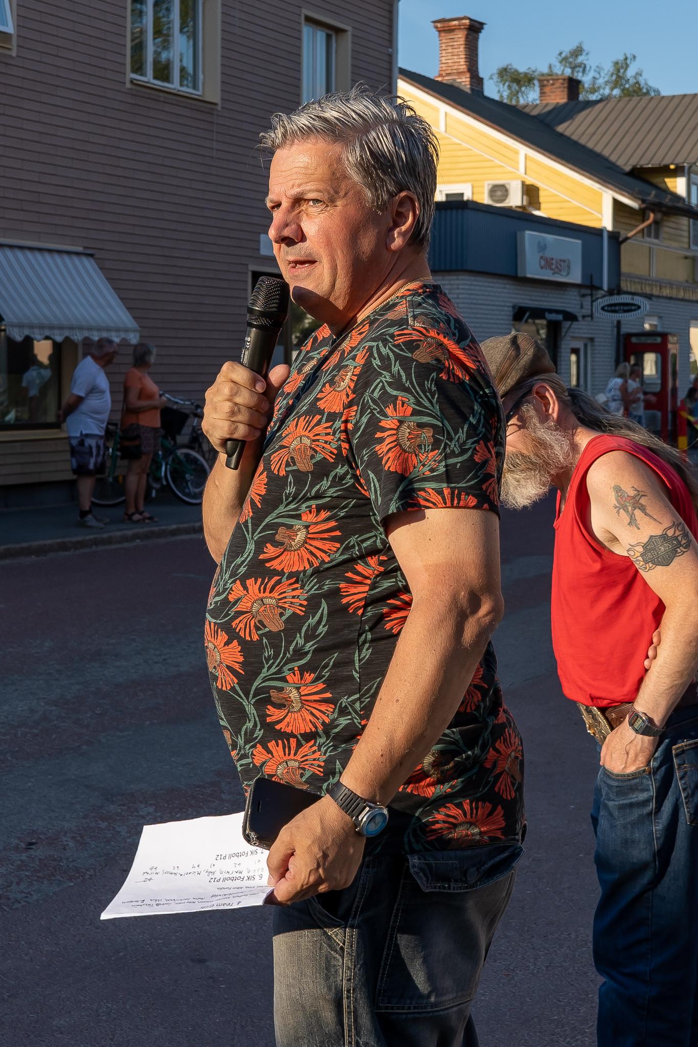Speakern Stefan Thullnérs uppdaterade publiken om läget i loppet. Foto: Morgan Grip