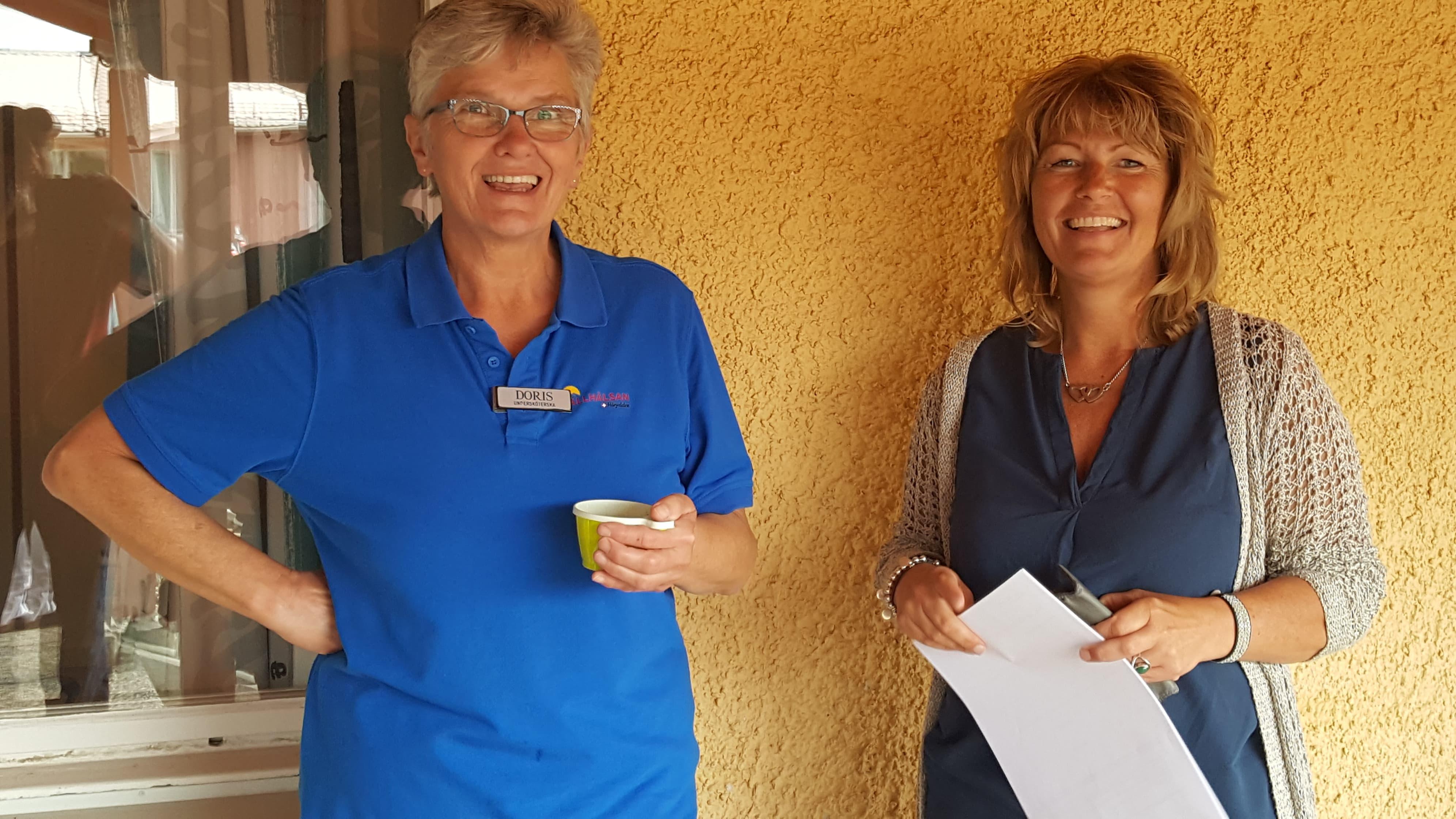 Undersköterskan Doris Eliasson och verksamhetschef Stina Hedengran. Foto: B-G Eliasson