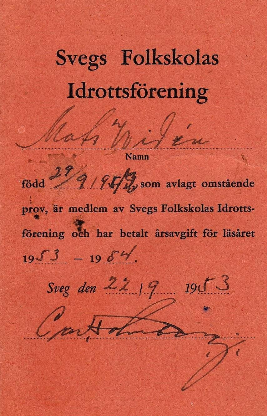 Medlemskort i Skolidrottsföreningen vid Svegs Folkskola som utfärdades och nyttjades vid olika prov i idrott på Svegs idrottsplats där resultaten bokfördes.