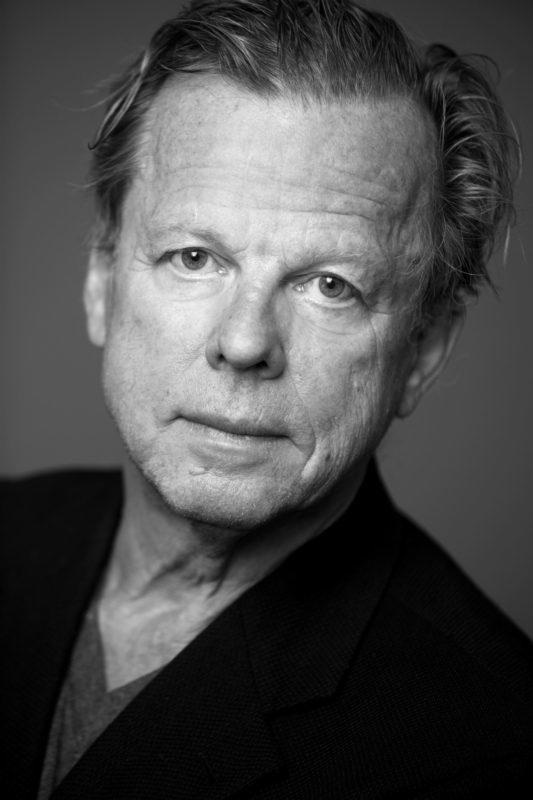 Skådespelaren Krister Henriksson kommer till biblioteket i Sveg.