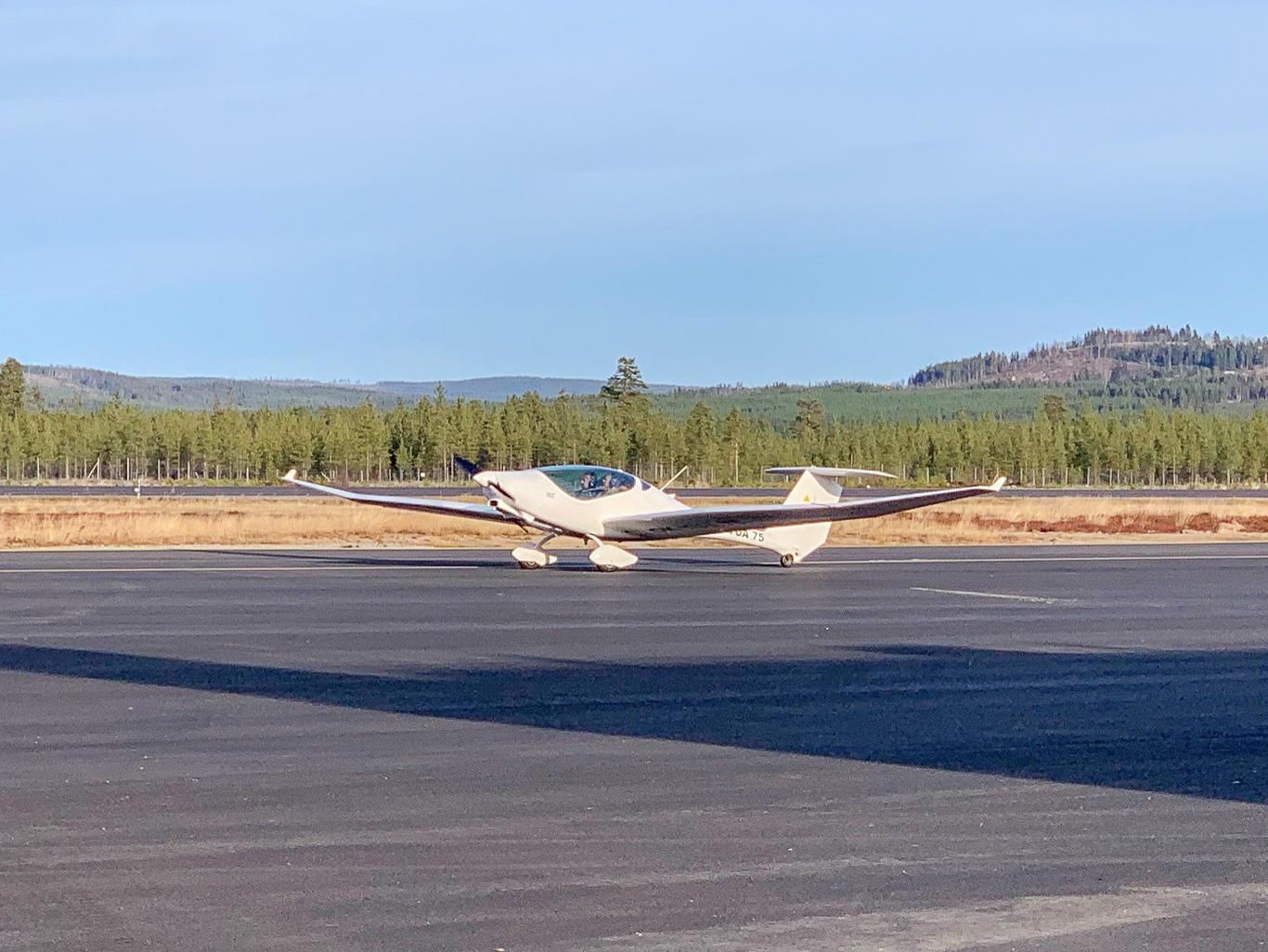 Planet är en Phoenix, ett så kallat ultralätt flygplan i 600 kilos klassen. Foto: Privat