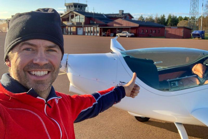 Tom förverkligade drömmen om ett eget flygplan. Foto: Privat