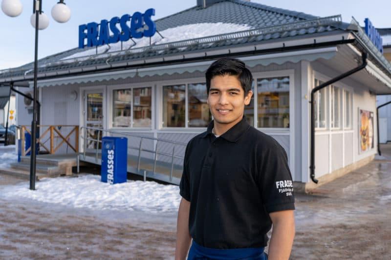 21-årige Meysam Hosseini driver sedan årsskiftet Frasses restaurang i Sveg. Foto: Morgan Grip