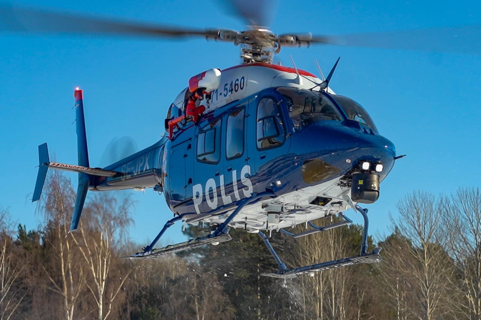 En helikopter har satts in i sökandet efter den försvunne 18-åringen. Foto: Morgan Grip