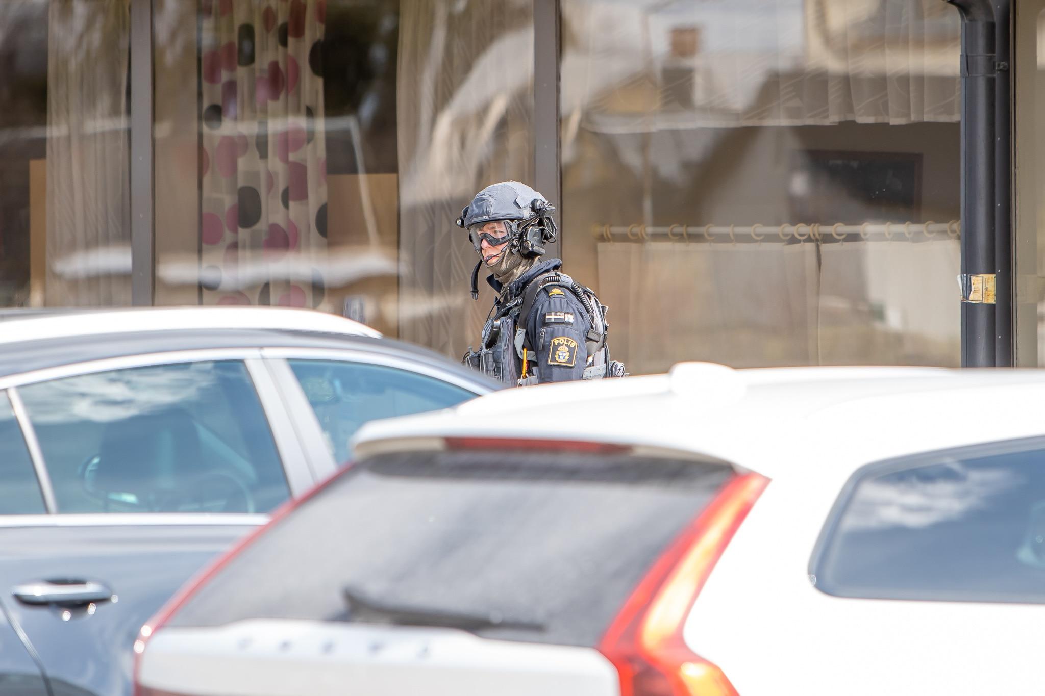 Polispådrag på Medborgarhuset efter hot. Foto: Morgan Grip