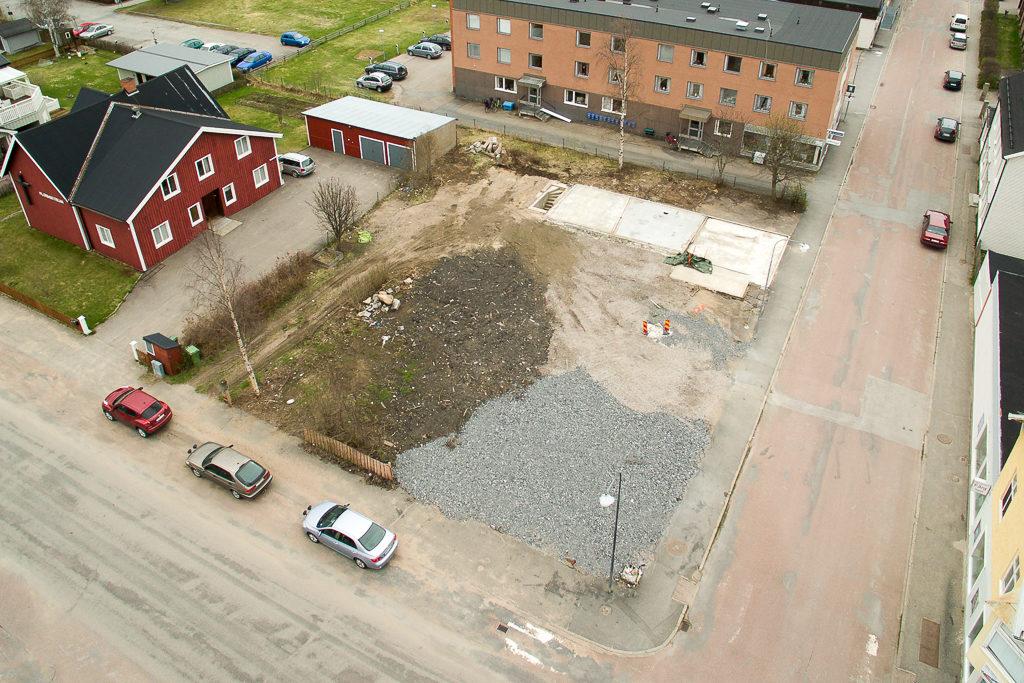 En diskussion förs nu mellan Socialförvaltningen och Härjegårdar Fastighets AB om att bygga så kallade LSS-boenden på tomten i korsningen Berggatan-Härjedalsgatan i Sveg. Foto: Morgan Grip