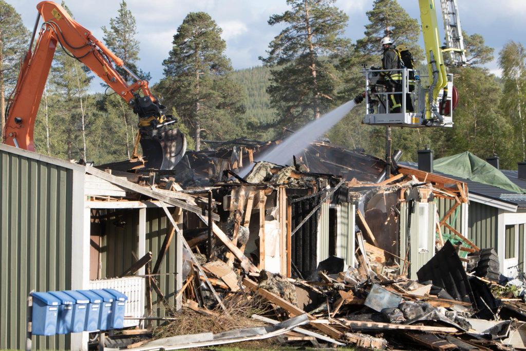 Fyra lägenheter totalförstörd i brand
