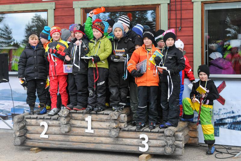 Glada barn på prispallen efter väl genomfört lopp Foto: Morgan Grip