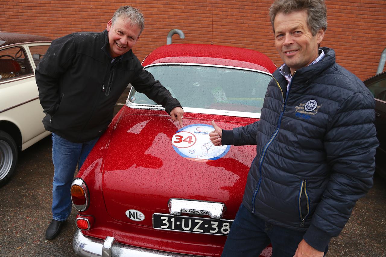 80 klassiska volvobilar passerade Sveg i Holländskt veteranrally