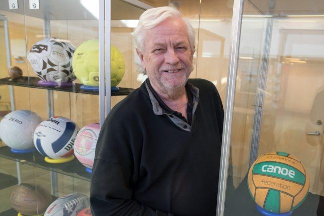 Bollnörden Lasse Lohmander ställer ut sin samling av all världens bollar