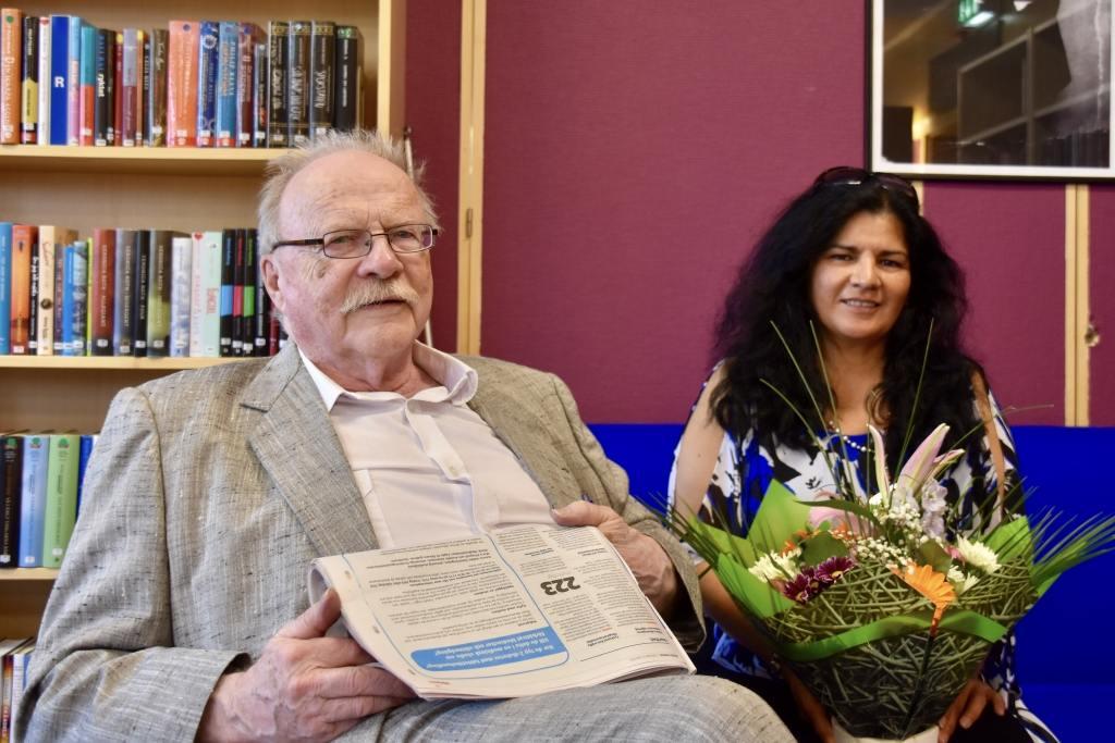 Jan Myrdal lämnade blommor till minne av Henning Mankell
