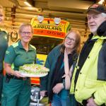 Ambulanspersonalen överaskades med tårta