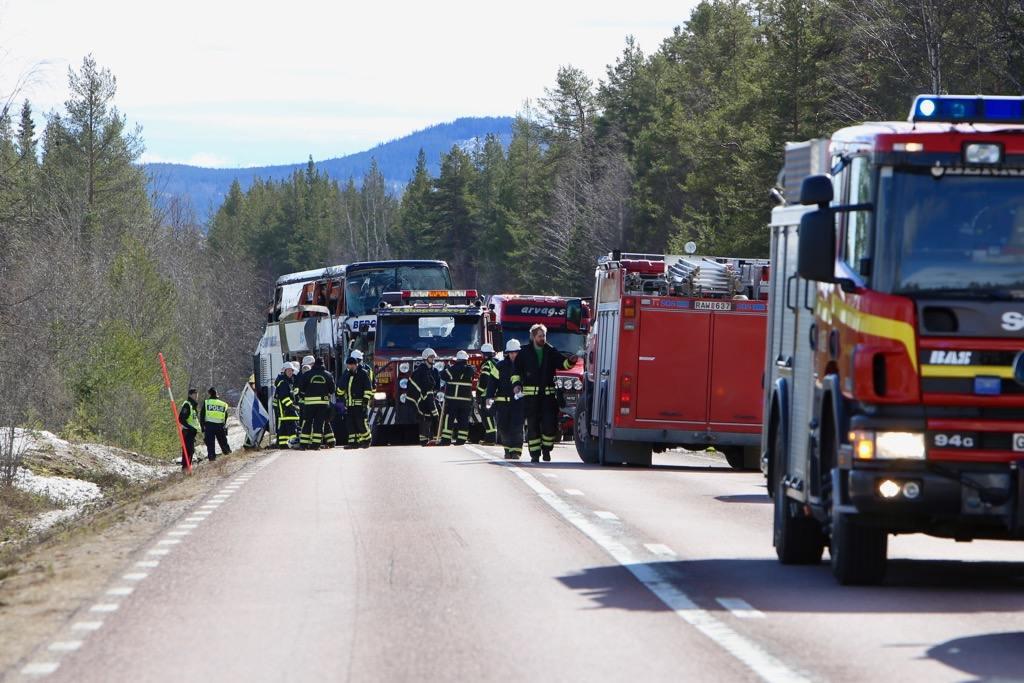 Vägen avstäng efter bussolycka. Foto: Morgan Grip